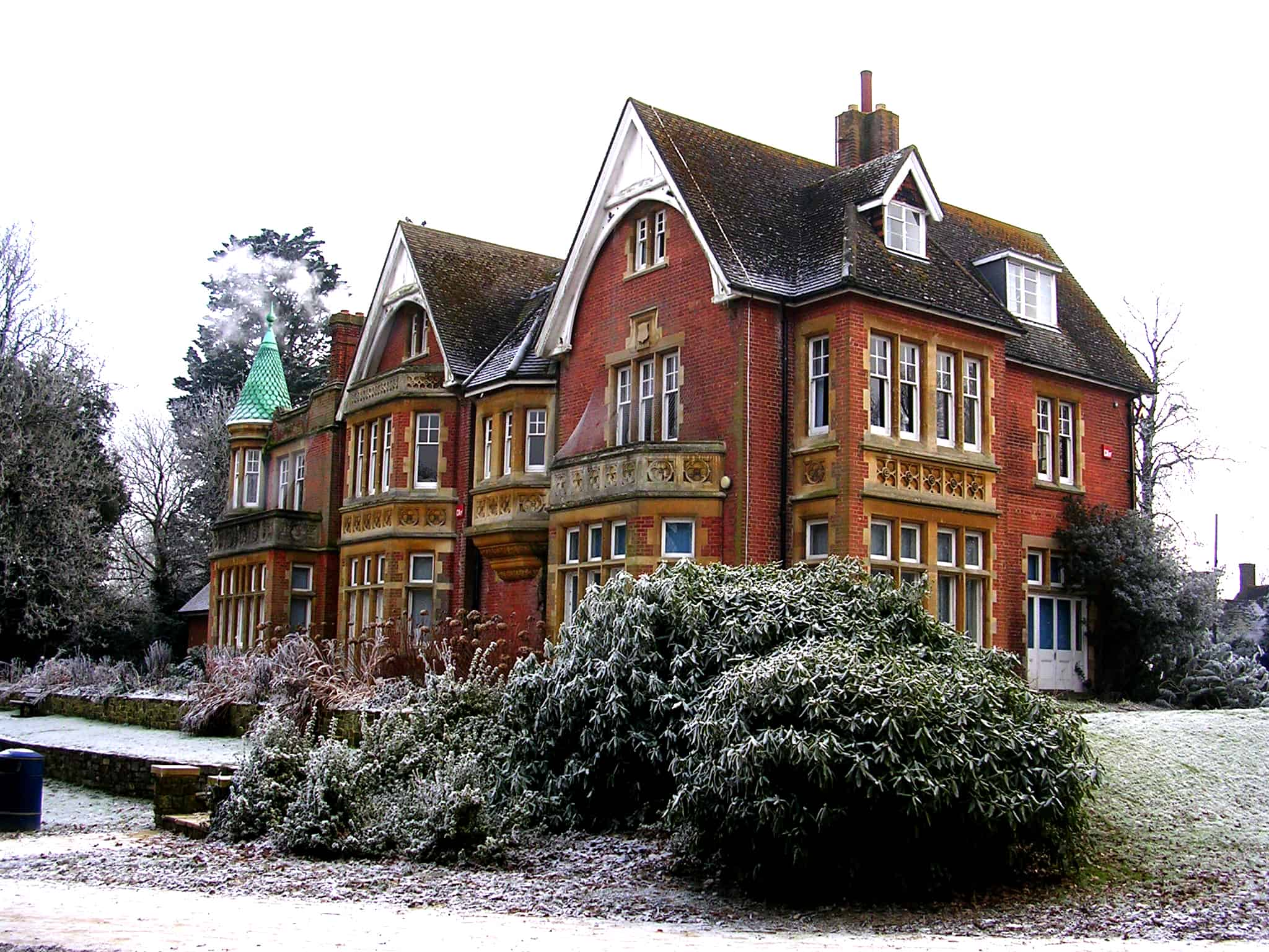 Goff's_Park_House,_Crawley,_Winter_Scene