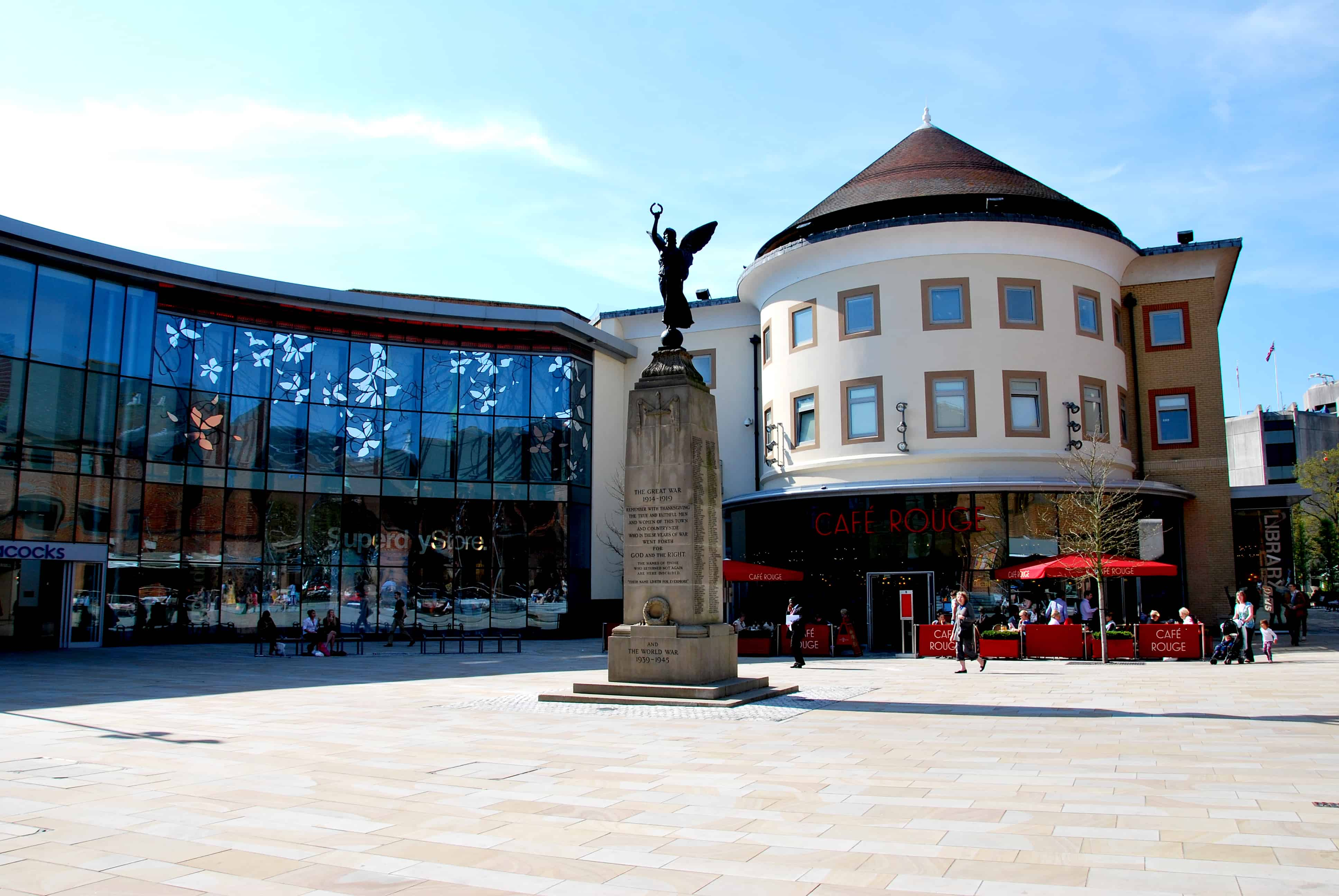 The_Great_War_monument,_Jubilee_Square,_Woking_England