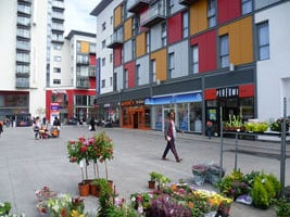 800px-Central_Square,_Wembley_(geograph_4571851) wiki